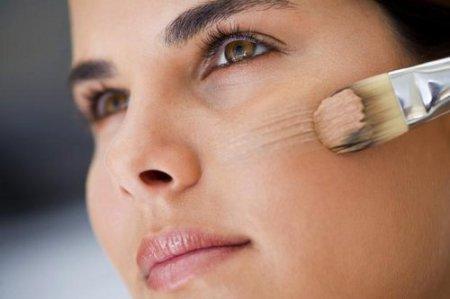 Як зробити макіяж при проблемній шкірі: поради візажистів