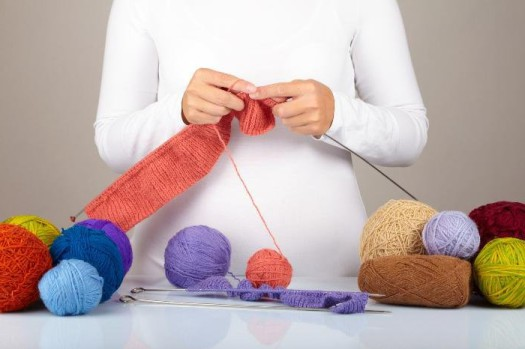 Можно ли беременным вязать и шить