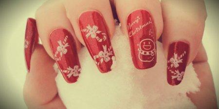 Дизайн ногтей на красной фоне