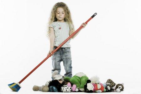 Як привчити дитину прибирати іграшки