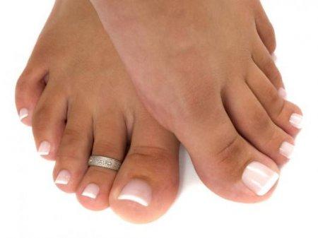 Педикюр: наращивание ногтей на ногах