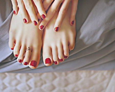 Педикюр-нарощування нігтів