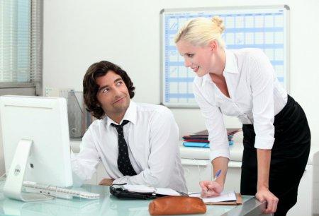 Как соблазнить мужчину на работе?