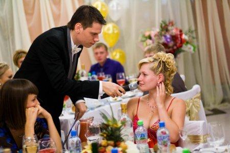 Как выбрать тамаду на свадьбу: на что обращать внимание