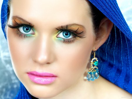 Яркий макияж — пошаговая инструкция красоты