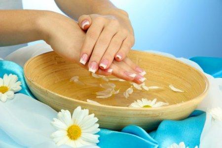 Які ванночки для рук потрібні для сухої шкіри