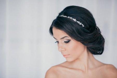Як зробити зачіску з пов'язкою за 10 хвилин: ТОП-3 варіанти
