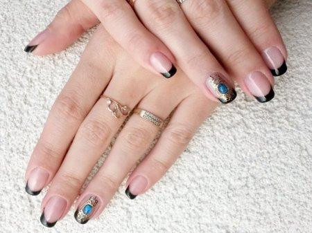 Дизайн нігтів чорний френч