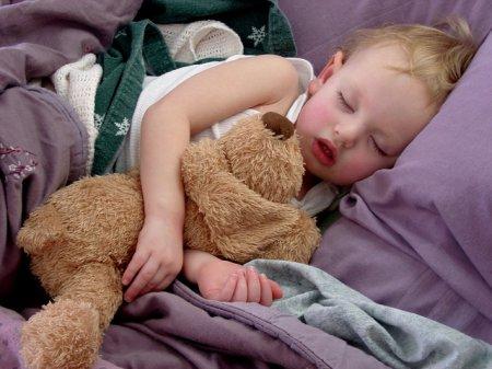Как приучить ребенка спать в своей комнате?