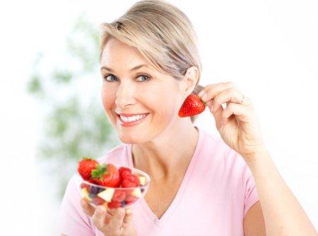 Специалисты рассказали о здоровом питании для женщин после 40