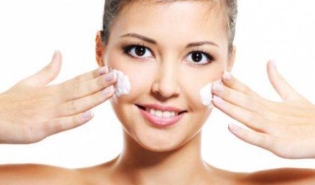 Як провести чистку обличчя будинку правильно?