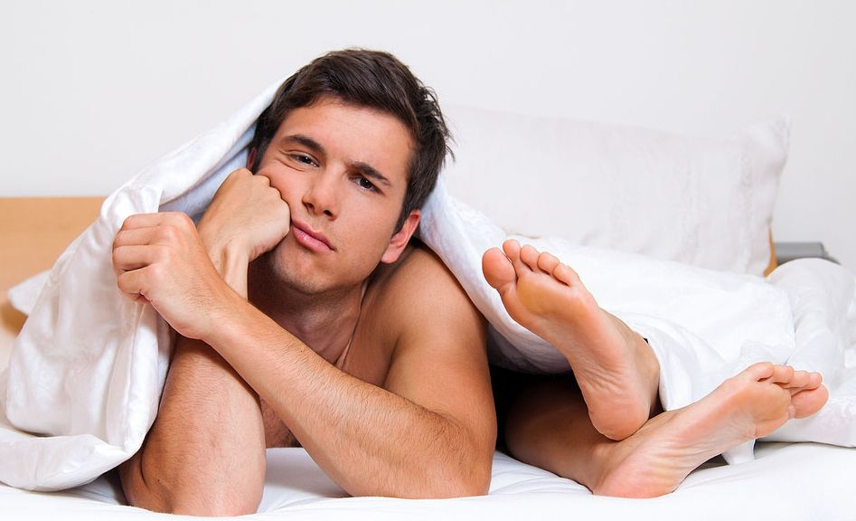 Секс в постели з девочкой