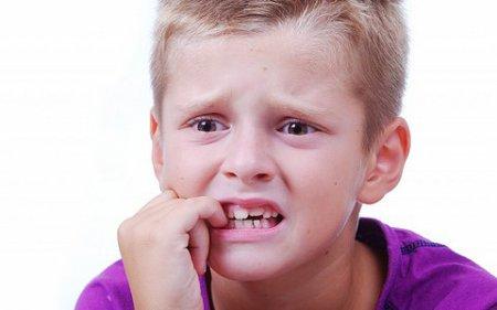 Дитяча психологія: дитина гризе нігті. Що це означає?