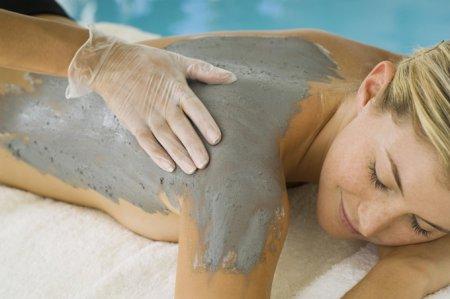 Шовковиста шкіра за тиждень: грязьова маска для тіла