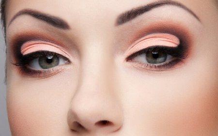 Как сделать макияж «петля»: пошаговая техника выполнения