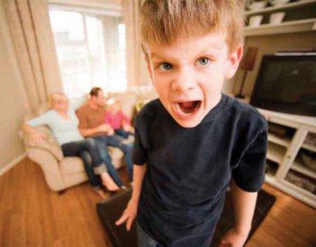 Ребенок закатывает истерики по любому поводу