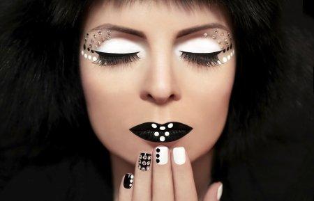 Как делать макияж глаз черно-белыми тенями