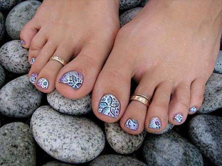 Педикюр: малюнки на нігтях за 15 хвилин