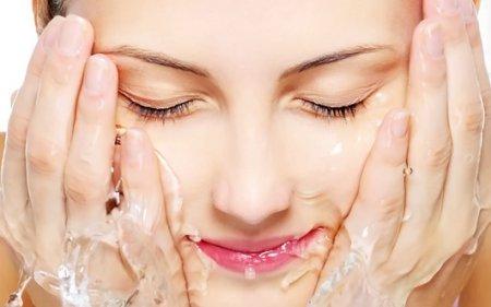Увлажнение и питание за 15 минут: чистка лица дома для сухой кожи
