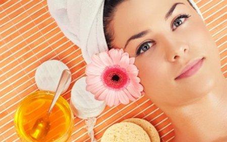 Чистка лица с медом. ТОП-7 домашних рецептов