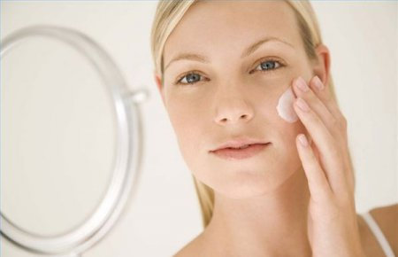Чистка лица солью в домашних условиях: 5 рецептов лучших масок