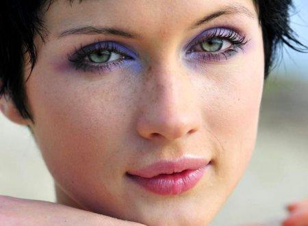 Як зробити вечірній макіяж фіолетовими тінями: крок за кроком