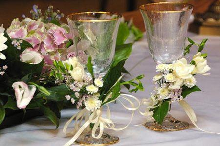 Як прикрасити весільні келихи: ТОП-6 ідей для різноманітності