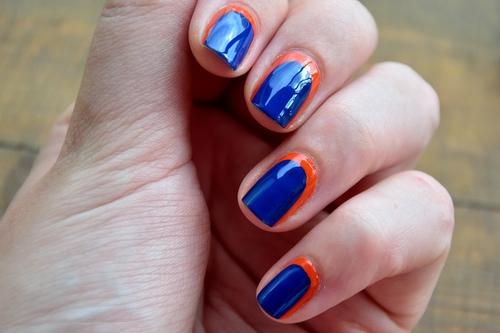 Голубой с оранжевым маникюр