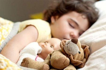 Як привчити дитину засинати в ліжечку самому