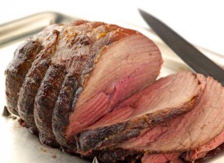 Рецепт приготування м'яса в духовці: свинина з помідорами