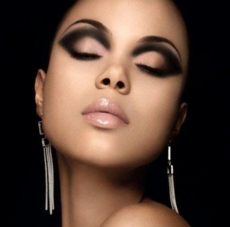 Как сделать стильный макияж с черными тенями за 10 минут