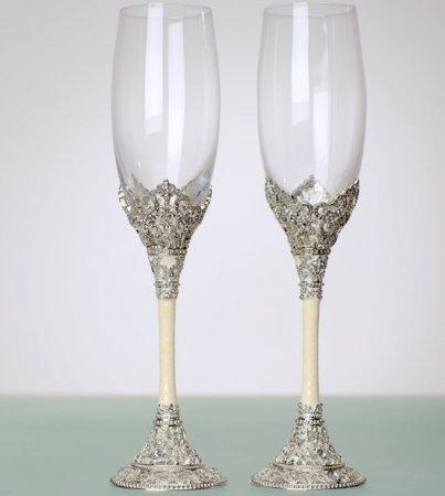 Как украсить свадебные бокалы: ТОП-6 идей для разнообразия