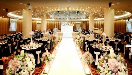 Як прикрасити на весілля зал: ТОП рад