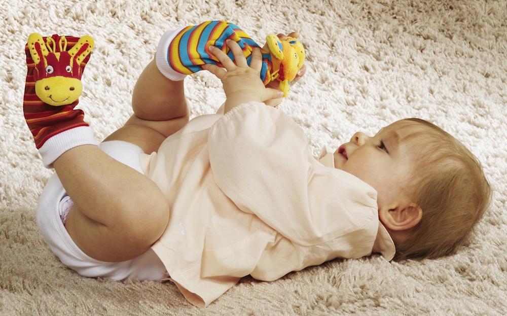Фото новорождённых детей на руках