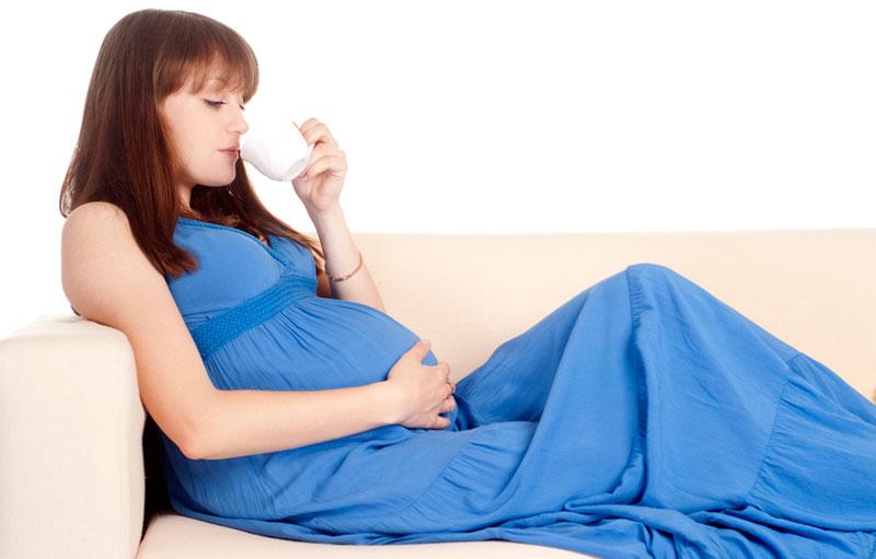 Можно ли во время беременности много воды пить