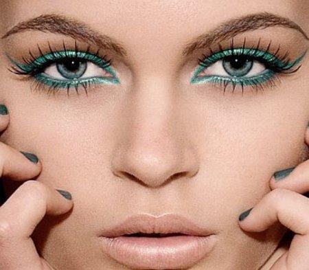 Майстер-клас з візажу: як зробити макіяж очей в зелених тонах