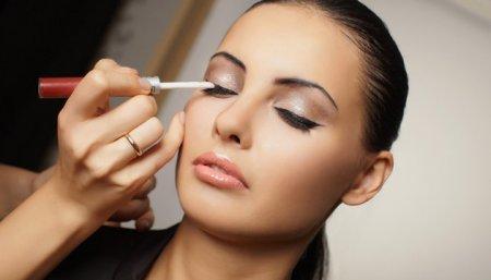 Як робити макіяж очей для вузьких очей