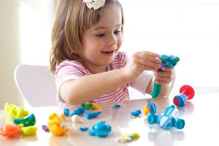 Психологи рассказали, как приучить ребенка играть самостоятельно