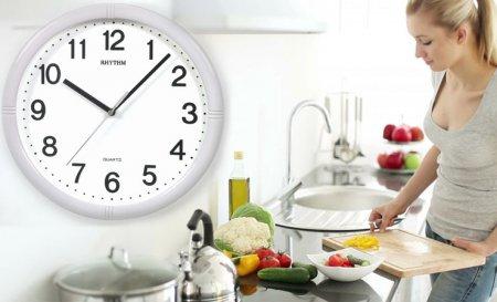 Диетологи рекомендуют определить режим питания по часам