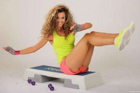 Степ-аеробіка: 7 базових кроків до здоров'я