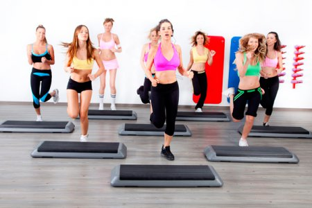 Фитнес дома: степ-аэробика без платформы