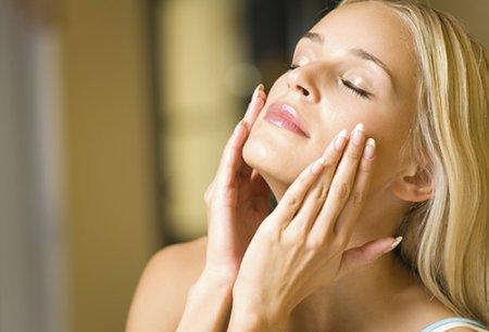 Як позбавитися від чорних цяток за півгодини: чистка обличчя яєчним білком