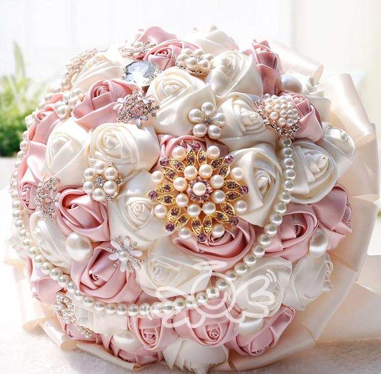 Букет для свадьбы из атласных лент