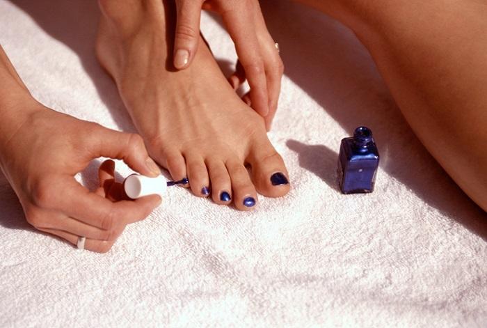 Как правильно накрасит ногти на ногах