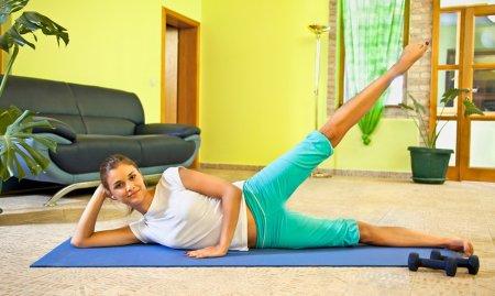 Домашній фітнес для початківців: тренуємо ноги і стегна