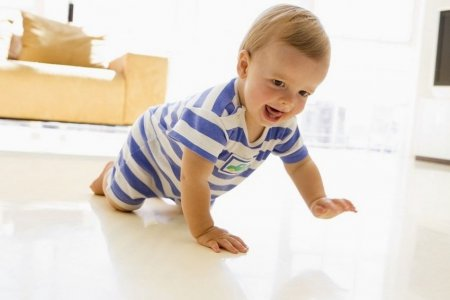 Що вміє семимісячний дитина та як розвинути його навички?