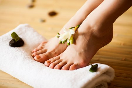 Як доглядати за шкірою після гоління ніг