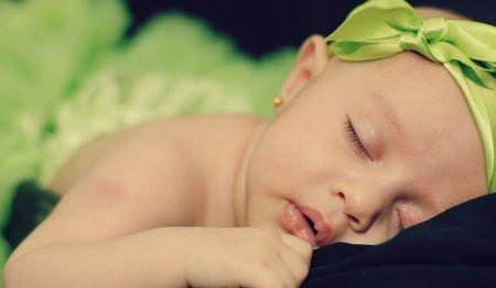 Как приучить ребенка крепко спать всю ночь: советы психологов