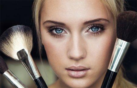 Как делать макияж глаз с нависшими веками: советы профессионалов