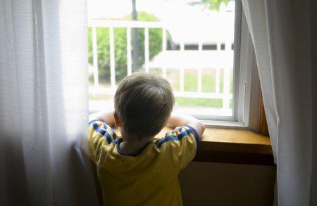Как приучить ребенка оставаться дома одному